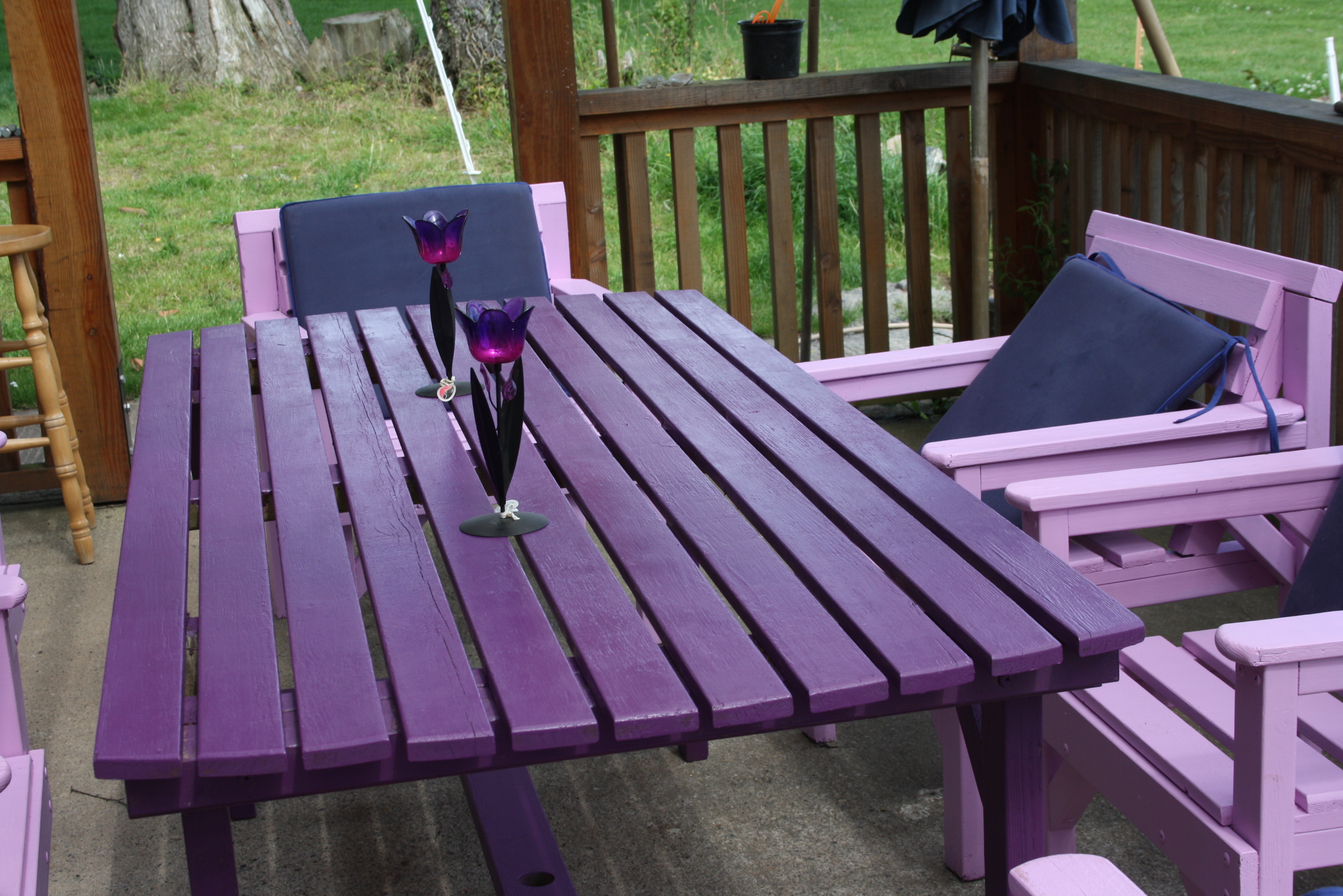 Latex paint redwood outdoor furniture