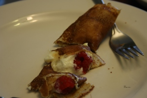 Pancake with yoghurt and raspberries