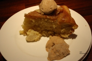 Apple pie with icecream